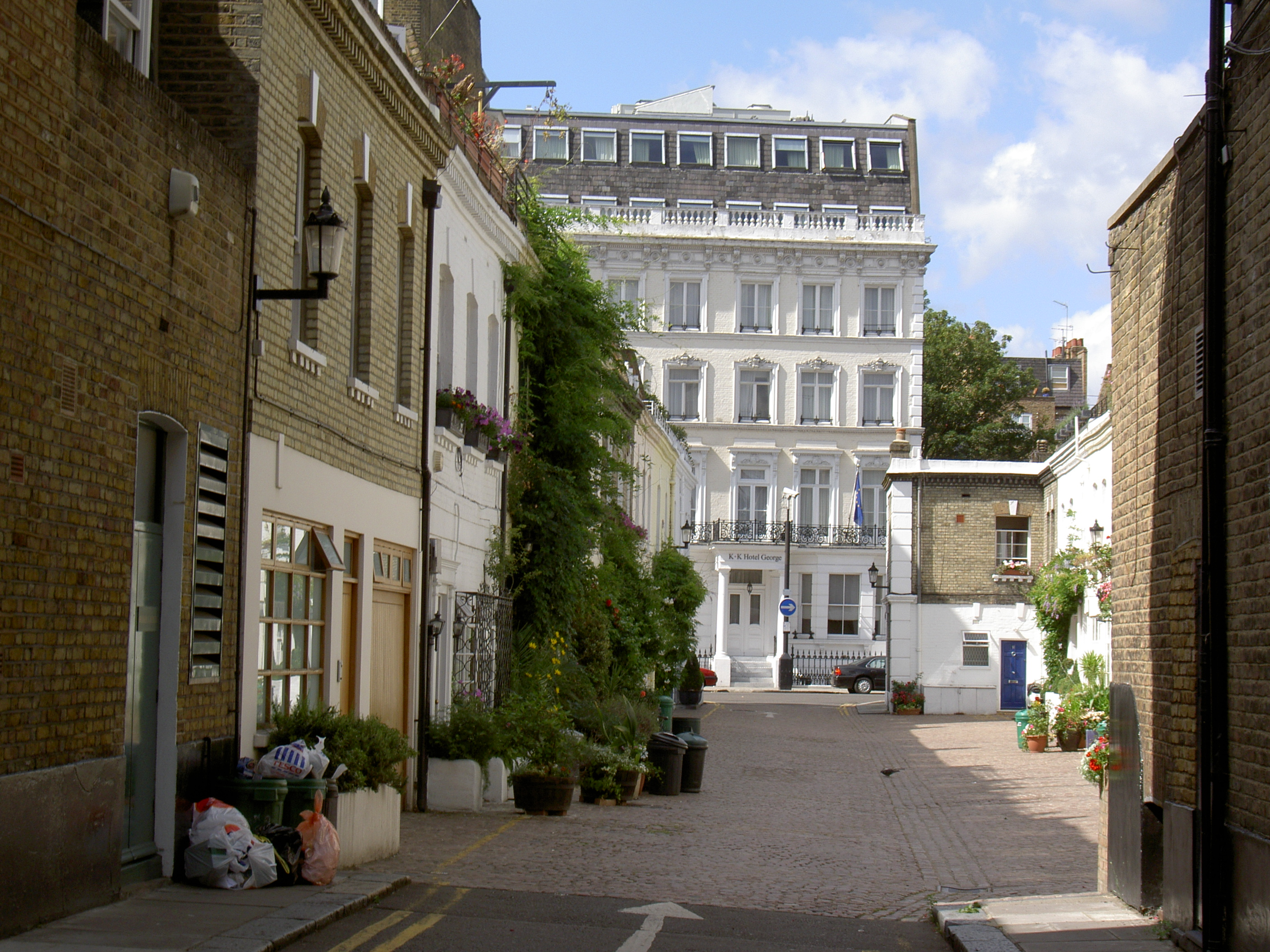 Typical_Street_In_The_Royal_Borough_Of_Kensington_And_Chelsea_In_London