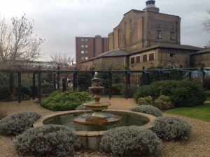 communal_gardens_apartments_in_london